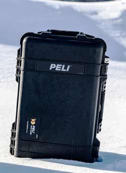 valises Peli dans la neige